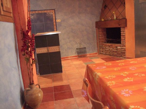 Casa rural A Plazeta bodega exterior chimenea