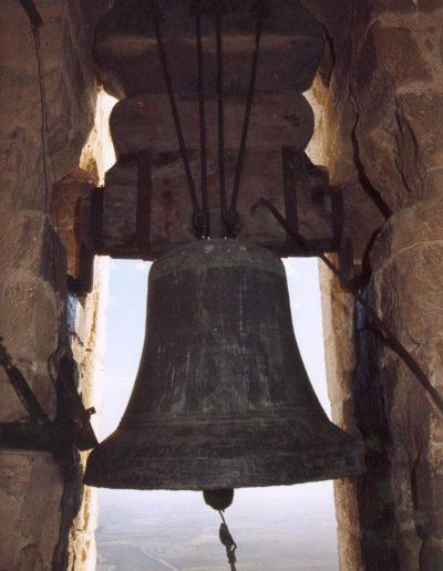 campana grande de cerca